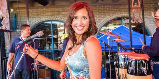 2011 Tejano Idol winner Ashley Borrero performs at 2015 TMA Fan Fair. (Bobby Villela/Bobby V Photography)