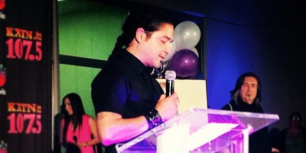 Selena's husband, Chris Perez, speaks at KXTN Selena candlelight vigil in San Antonio on Tuesday. (@divine_photos/Instagram)