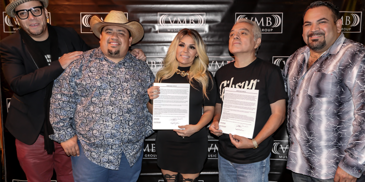 Stefani Montiel signs with VMB Music Group on October 6, 2015 in San Antonio, Texas. (Julia Pizano / The Element)