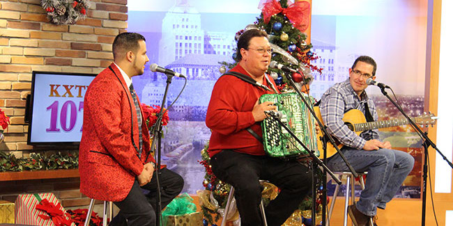David Lee Garza y Los Musicales perform at the 2015 KXTN Christmas Concert (KXTN)