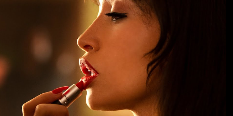 Get the first look of Christian Serratos as Selena from upcoming Netflix series