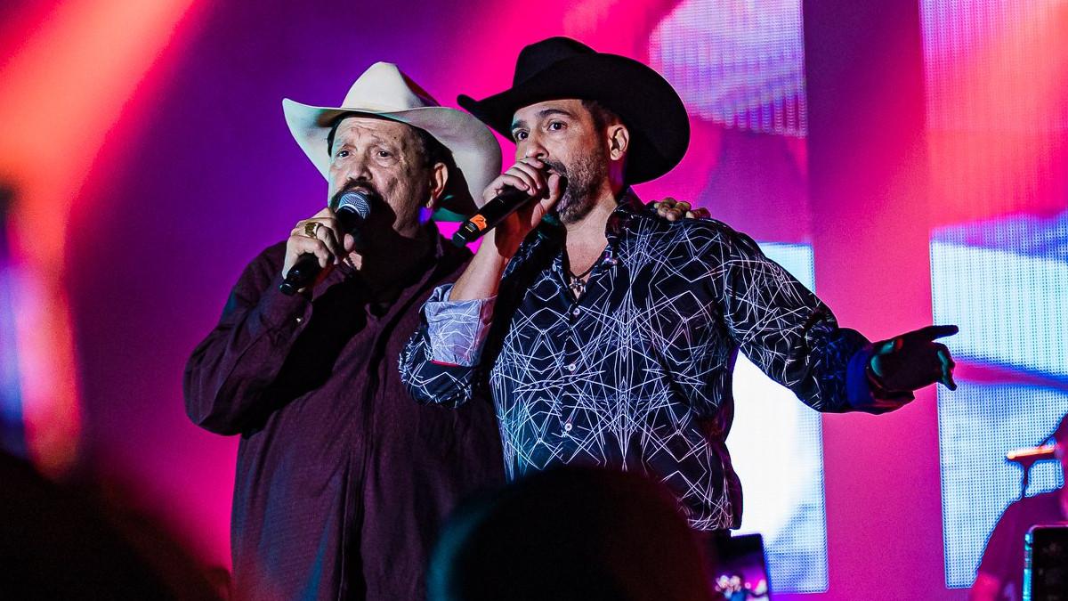 Bobby Pulido releases live concert album 'En Vivo Desde Las Vegas' featuring Roberto Pulido and Raulito Navaira