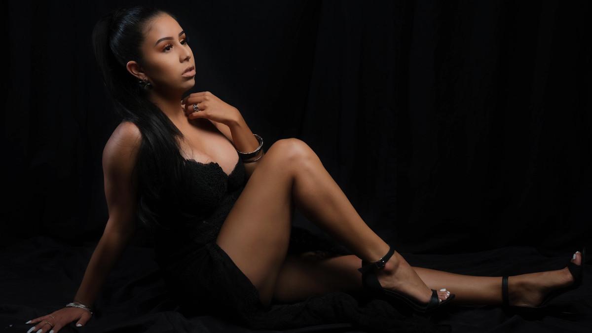 Cynthia Bustamante releases debut album 'Renacer'